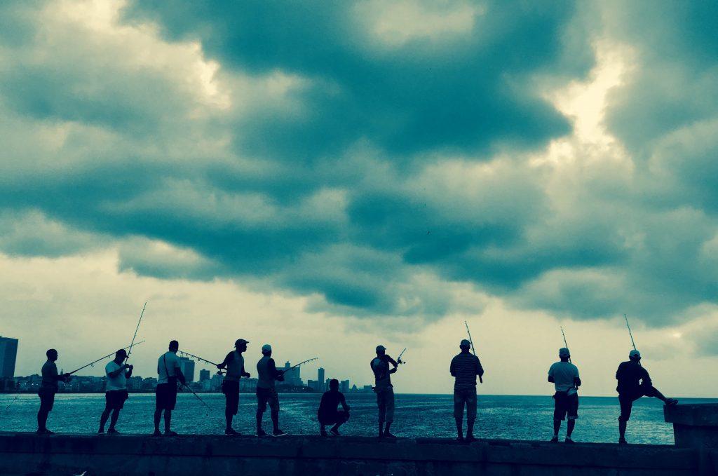 fishing on el malecon havana
