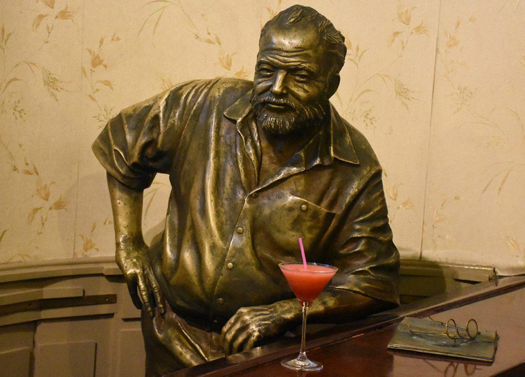 ernest hemingway statue el floridita havana cuba