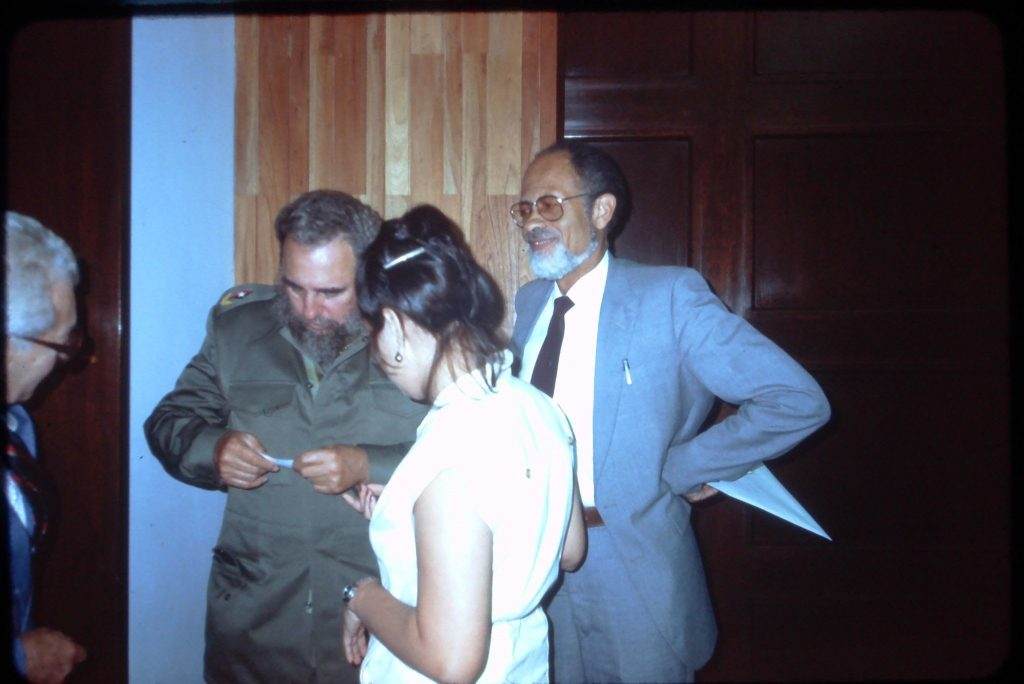 fidel castro reads note from phil villers delegation